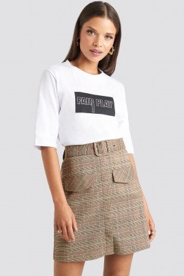 Emilie Briting x NA-KD Front Pocket Checked Skirt - Brown