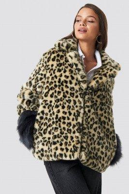 Hannalicious x NA-KD Hannalicious x NA-KD Sleeve Detailed Faux Fur Leo Jacket - Brown,Beige
