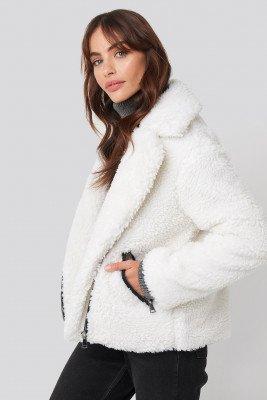 Hannalicious x NA-KD Short Faux Fur Belted Biker Jacket - White
