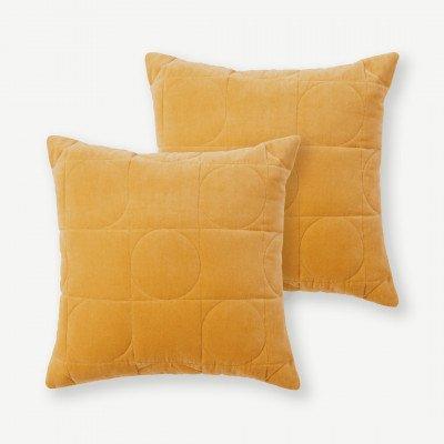 MADE.COM Keeble set van 2 fluwelen kussens, 45 x 45 cm, honing
