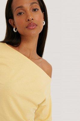 NA-KD Reborn Organisch Off-shouldertop Met Lange Mouwen - Yellow