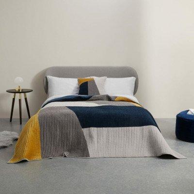 MADE.COM Giacomo fluwelen bedsprei met patchwork, donkerblauw en bruin