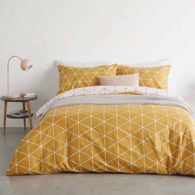 MADE.COM Karta geometrische dekbedovertrek met 2 kussenslopen van 100% katoen, tweepersoons, mosterdgeel Yellow