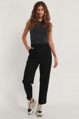 NA-KD Trend Pantalon Met Vouwen Bij De Knieën - Black