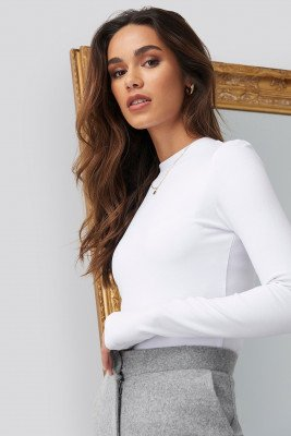 Romy x NA-KD Turtle Neck Cropped Top - White