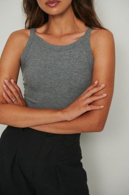 NA-KD Basic NA-KD Basic Geribd Hemdje Met Ronde Hals Van Biologisch Katoen - Grey