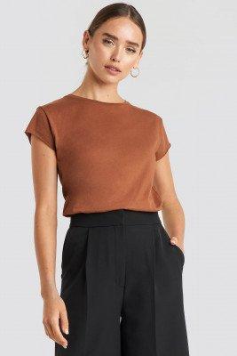 NA-KD NA-KD T-Shirt Met Ruwe Zoom - Brown