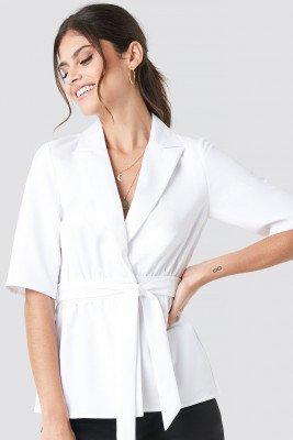 Paola Maria x NA-KD Paola Maria x NA-KD Short Sleeve Tied Blazer - White