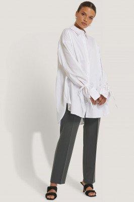 NA-KD Reborn NA-KD Reborn Gerecycleerd blouse met geknoopte mouwen - White