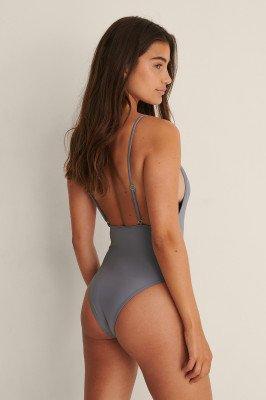 NA-KD Swimwear NA-KD Swimwear Badpak Met Lage Rug En Dunne Bandjes - Grey
