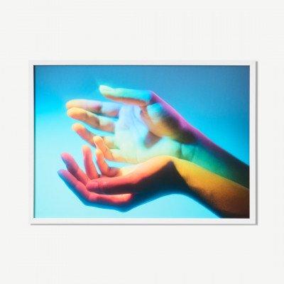MADE.COM MEP Studio Rainbow Hands, ingelijste print, door Julia et Vincent, A2