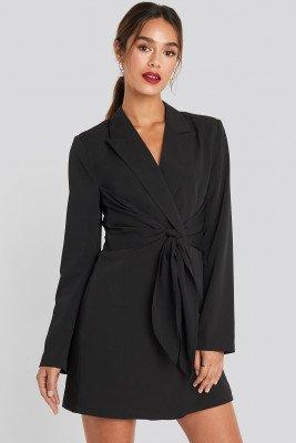 Chloé B x NA-KD Chloé B x NA-KD Tie Short Blazer Dress - Black