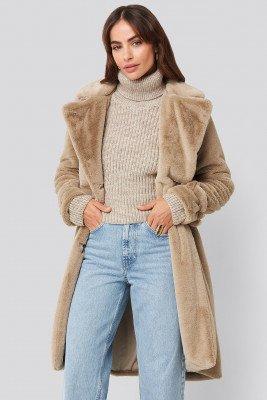 Hannalicious x NA-KD Hannalicious x NA-KD Double Breasted Belted Faux Fur Coat - Beige