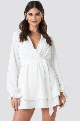 Donnaromina x NA-KD Donnaromina x NA-KD V-Neck Tied Front Flowy Dress - White