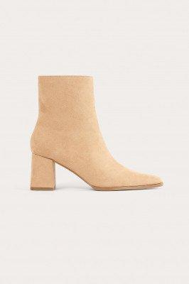 NA-KD Shoes NA-KD Shoes Imitatiesuède Laarzen Met Smalle Neus - Beige