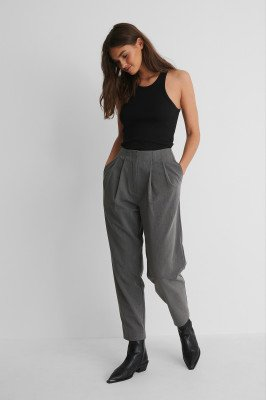 NA-KD Trend NA-KD Trend Pantalon Met Diepe Plooien - Grey