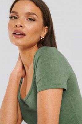 NA-KD Basic Deep Round Neck Fitted Top - Green