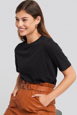 NA-KD Basic T-Shirt Met Hoge, Ronde Halslijn - Black
