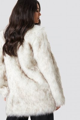 Dilara x NA-KD Dilara x NA-KD Round Neck Faux Fur Jacket - White