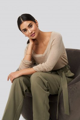 Dilara x NA-KD Thin Knit V-neck Sweater - Beige