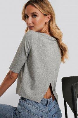 Dahl Sisters x NA-KD T-Shirt Met Open Rug - Grey