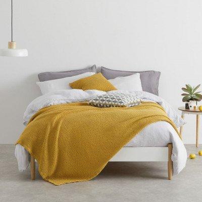 MADE.COM Grove 100% katoenen stonewashed bedsprei, 150 x 200 cm, Mustard