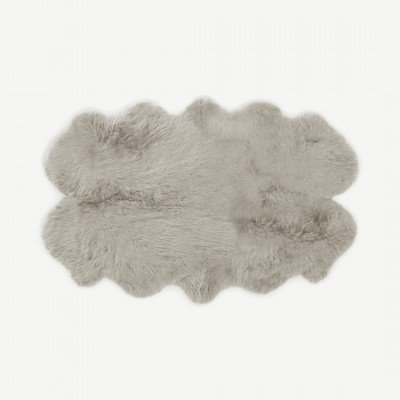 MADE.COM Helgar vierdubbel 100% schapenvacht vloerkleed, groot 105 x 170 cm, licht taupe