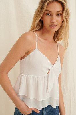 Pamela x NA-KD Reborn Pamela x NA-KD Reborn Gerecycleerd Wikkeltop Met Ruchedetail - White