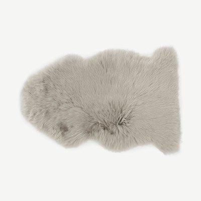 MADE.COM Helgar 100% schapenvacht vloerkleed