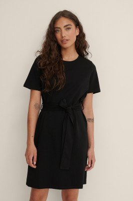 NA-KD NA-KD T-Shirtjurk Met Riemdetail - Black