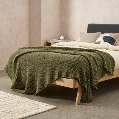 MADE.COM Grove 100% katoenen stonewashed bedsprei, 150 x 200 cm, olijfgroen