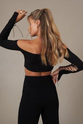 Hanna Schönberg x NA-KD Off-Shoulder Cropped Top Met Strik - Black