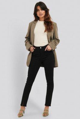 NA-KD NA-KD Skinny Jeans Met Split Aan De Voorkant - Black