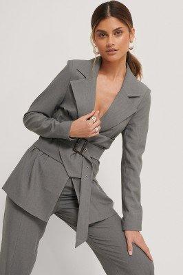 Stéphanie Durant x NA-KD Blazer Met Tailledetail - Grey