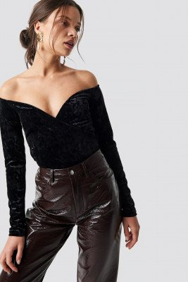 NA-KD Party Velvet Off Shoulder Top - Black